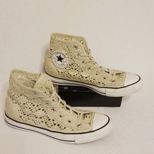 Converse All Star hightop women's shoes size 8